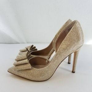 BETSEY JOHNSON Paris Gold Glittery Bow Heels Sz 8M